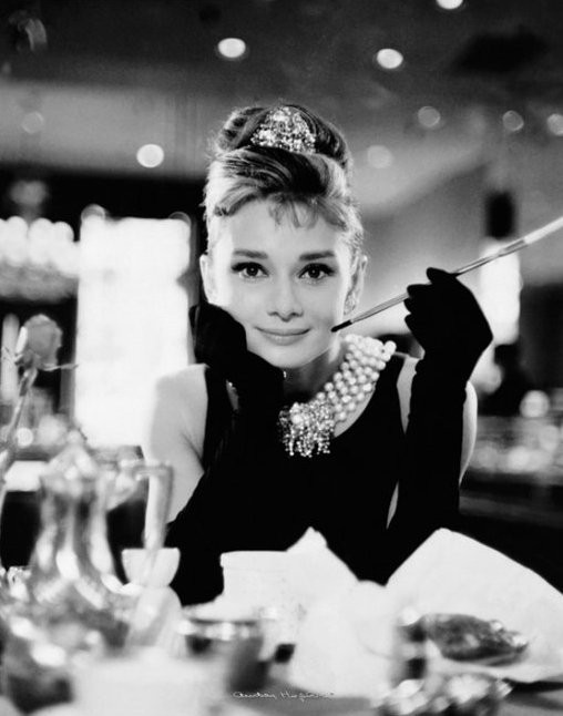 Posters &gt Black And White Audrey Hepburn Breakfast At Tiffanys
