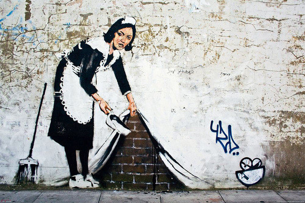 banksy street art maid poster affiche acheter le sur. Black Bedroom Furniture Sets. Home Design Ideas