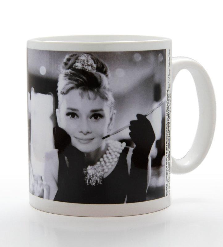 Audrey hepburn b w mug cup buy at europosters for Audrey hepburn pictures to buy
