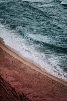 Eksklusiiviset taidevalokuvat Empty red beach at sunset