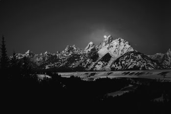 Eksklusiiviset taidevalokuvat Full Moon Sets in the Teton Mountain Range