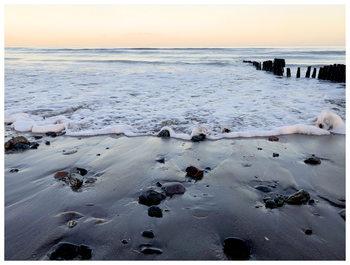 Kuva rocks and water
