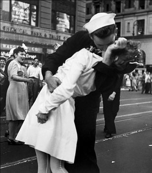 New York - Kissing The War Goodbye at The Times Square, 1945 Reproduction d'art