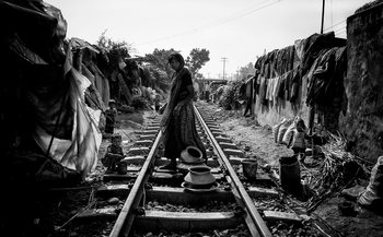 Art Print on Demand A scene of life on the train tracks - Bangladesh