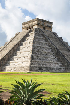 Art Print on Demand El Castillo Pyramid in Chichen Itza