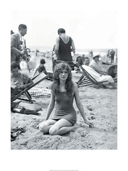 Baigneuse sur la plage  Art Print