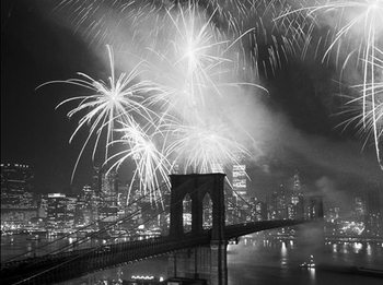 New York - Fireworks over the Brooklyn Bridge Art Print