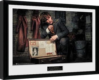 Fantastic Beasts 2 - Newt Suitcase Poster Emoldurado