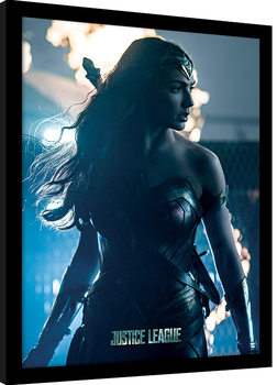 Justice League Movie - Wonder Woman In Enemy Territory Poster Emoldurado