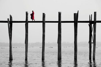 Tableau sur verre Buddhist Monk on the Jetty