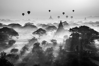 Balloons Over Bagan Affiche