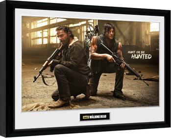 The Walking Dead - Rick and Daryl Hunt Poster Emoldurado