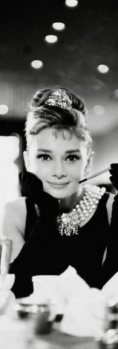 Audrey Hepburn - cigarette b/w Affiche