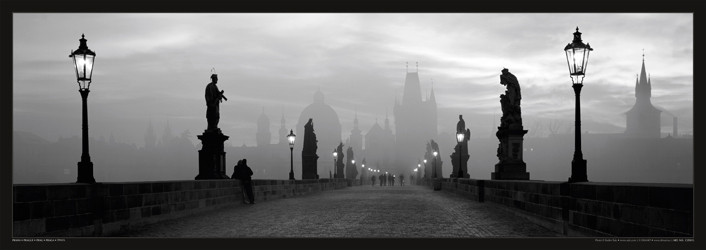 Prague – Charles bridge / lamp b&w Affiche