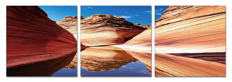 Arte moderna River flows in Canyon