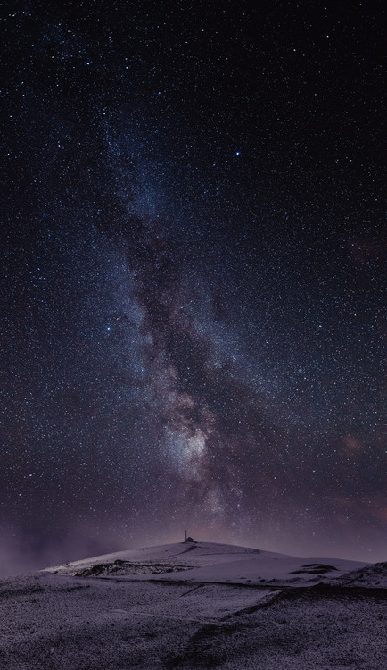Arte Fotográfica Exclusiva Astrophotography picture of St Lary landscape with milky way on the night sky.