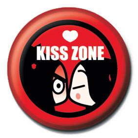 PUCCA - kiss zone Badge