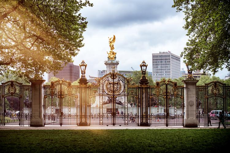 Entrance Gate at Buckingham Palace Canvas Print