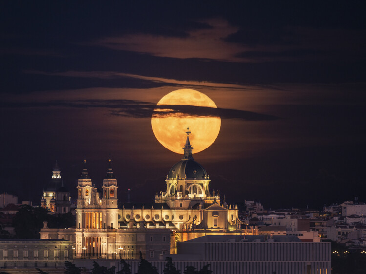 Canvas Print Moon and Dome