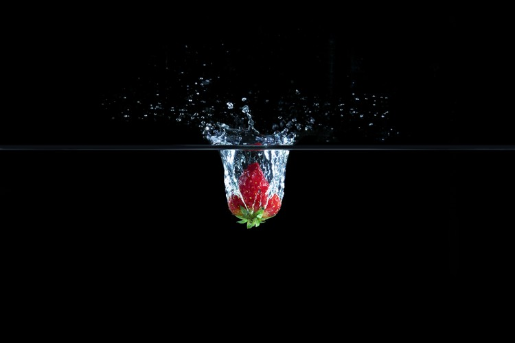 Canvas Print Strawberry in Water