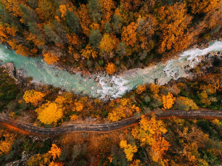 Murais de parede River crossing the valley