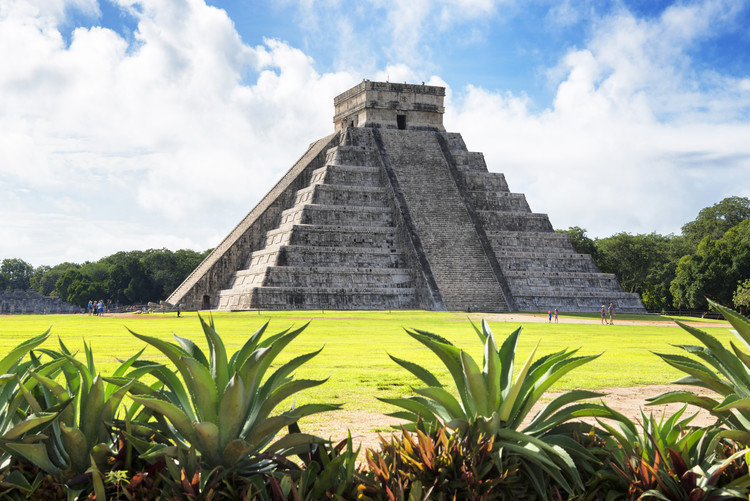 Eksklusiiviset taidevalokuvat El Castillo Pyramid of the Chichen Itza II