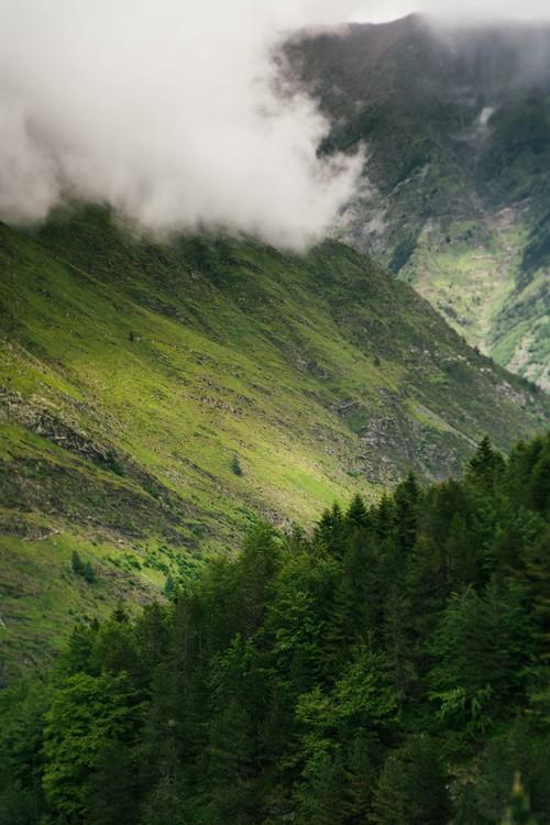 Eksklusiiviset taidevalokuvat Fog clouds over the valley