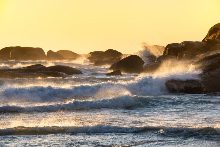 Eksklusiiviset taidevalokuvat Powerful Ocean Wave at Sunset