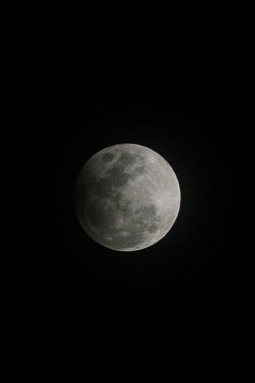 Eksklusiiviset taidevalokuvat Details of a dark Moon.