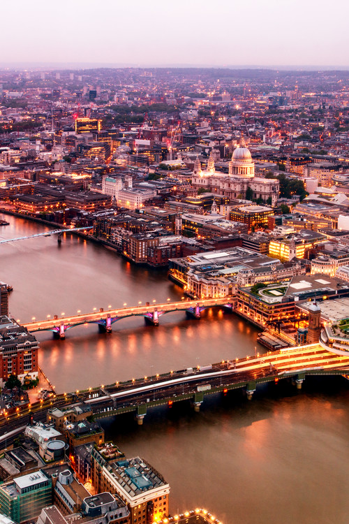 Eksklusiiviset taidevalokuvat View of City of London at Nightfall