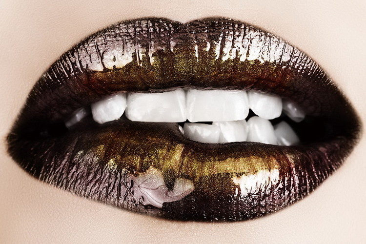 Glass Art Brown Lips - Need