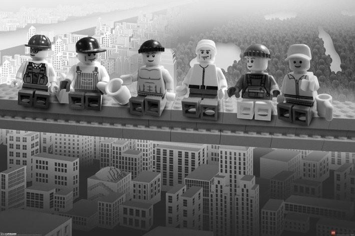 Juliste Lego - lunch on a Lego skyscraper
