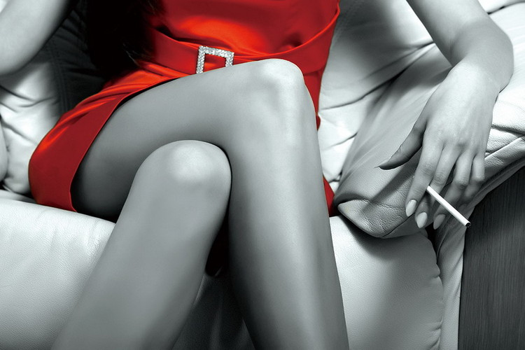 Lasitaulu Passionate Woman - Red Dress b&w