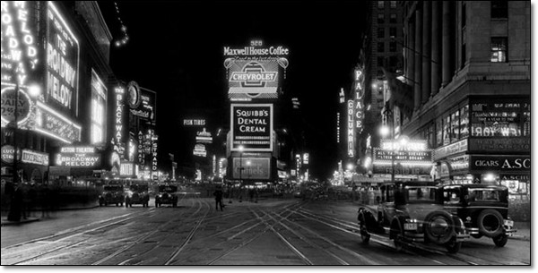 New York – Times Square at night-1910  Art Print