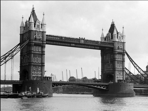 Reprodução do quadro Philip Gendreau - View Of Tower Bridge