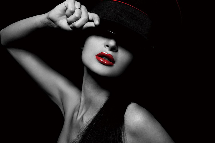 Tableau sur verre Passionate Woman - Hat and Red Lips b&w