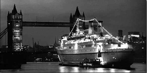 Finnpatner Ferry at Tower bridge, 1968 Taidejuliste