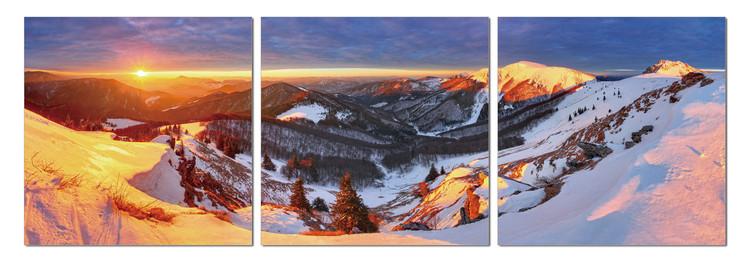 Golden sunset over the mountains Taulusarja