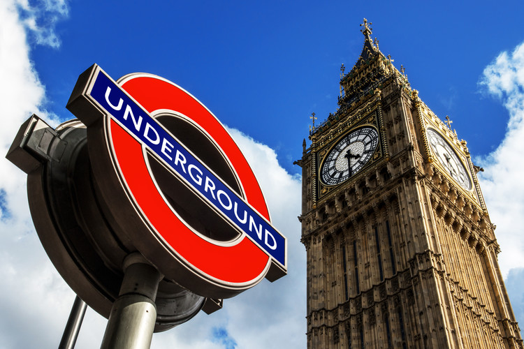 Valokuvatapetti Big Ben and Westminster Station Underground