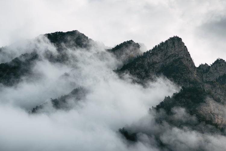 Valokuvatapetti Clouds between the peaks