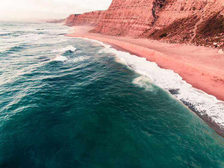 Valokuvatapetti Red hills in the atlantic Portugal coast
