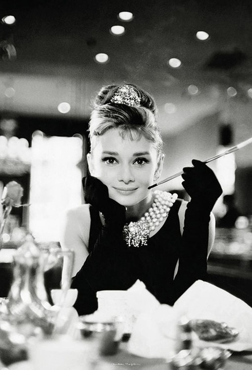 abc1e3f01eb Audrey Hepburn - Breakfast at Tiffany s Wallpaper Mural